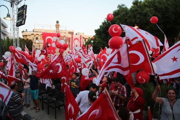 """""""Demokrasi eylemi"""" Erdoğan diktatöryasına destek mitingidir"""